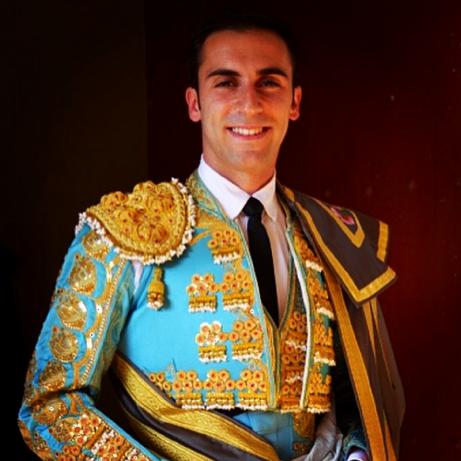 Fernando Flores salary