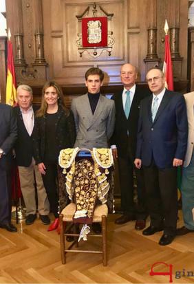 Ginés Marín receives the Rioja and Gold dress
